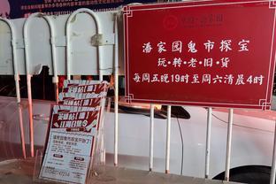 """北京潘家园""""鬼市""""开市,市场安保人员都应景换装"""